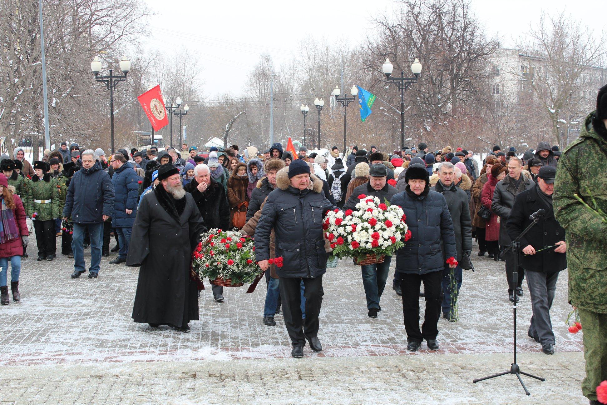 Митинг у памятника