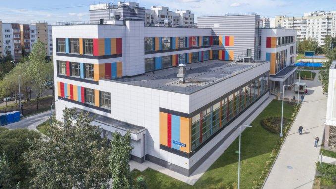 четырехэтажный учебный комплекс