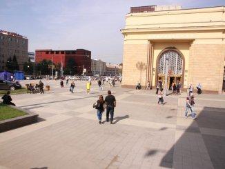 у станции метро семёновская