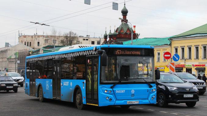 на двух автобусных маршрутах